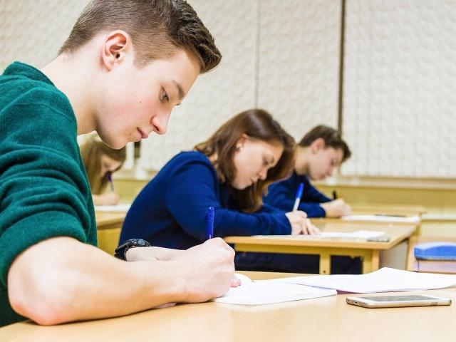 Более пятидесяти уральских выпускников написали ЕГЭ по русскому языку на 100 баллов